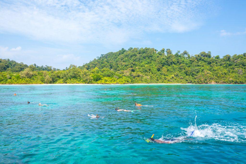 Kuramathi snorkeling